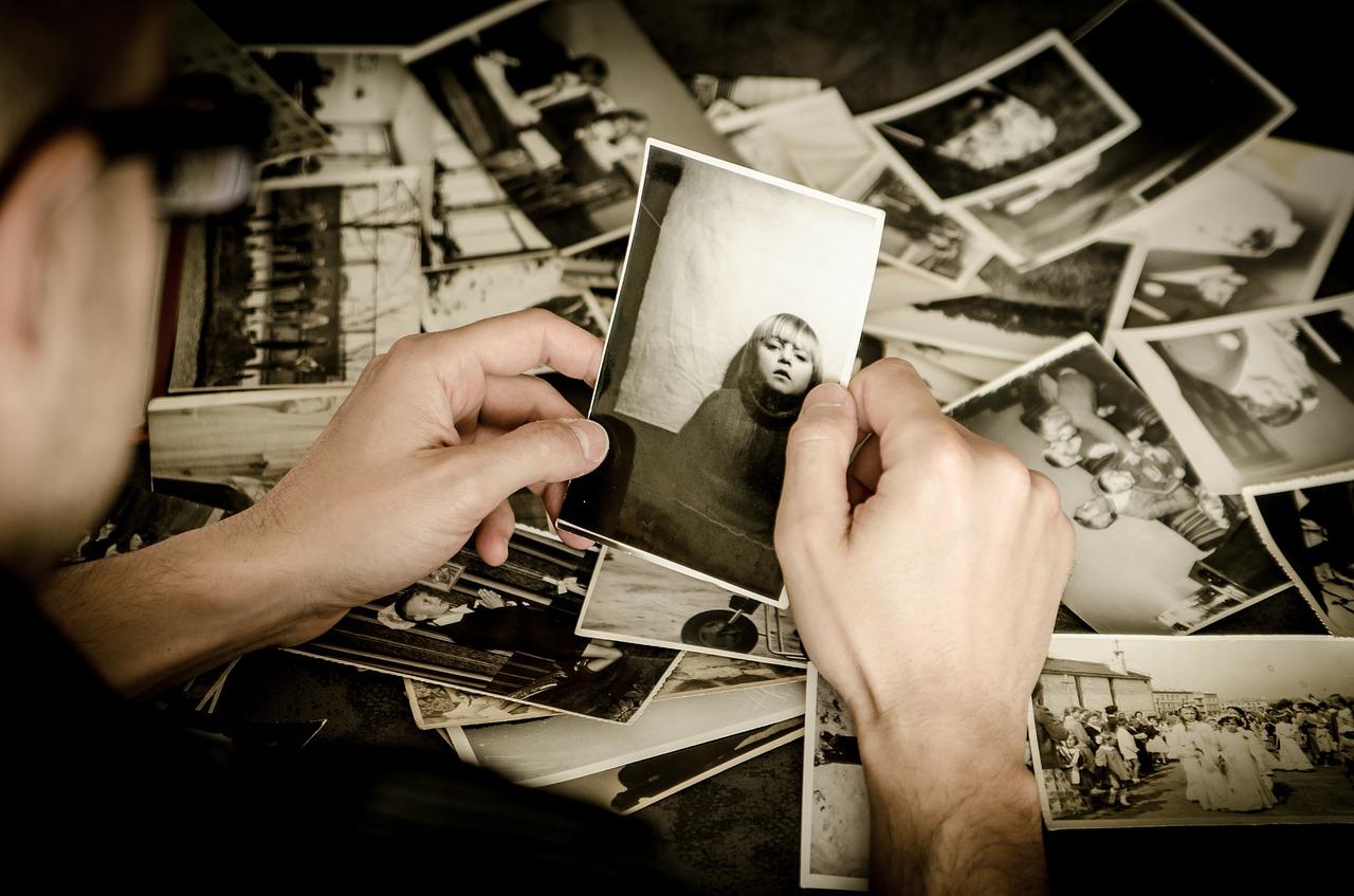Obróbka zdjęć. Kursy fotograficzne Tarnów – biało czarne zdjęcie z kolorowym elementem